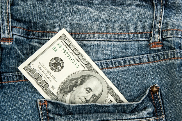 Banconote da un dollaro americano in tasca
