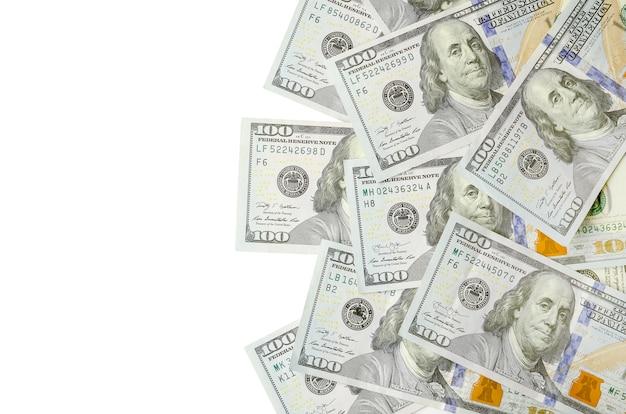 Banconote in dollari su fondo bianco
