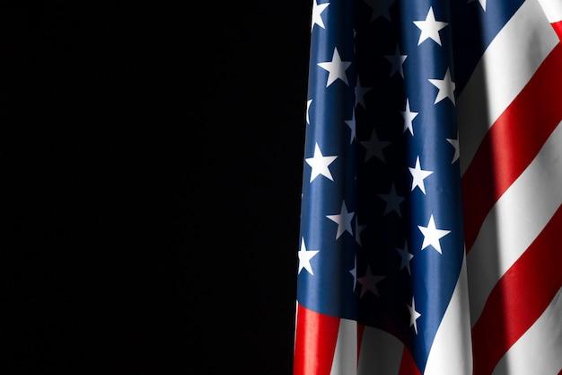 Bandiera americana d'annata su una lavagna con spazio per testo