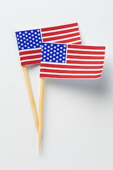 Bandiera americana isolato su bianco
