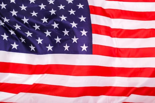 Bandiera americana su bianco