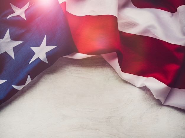 Bandiera americana su uno sfondo bianco, isolato