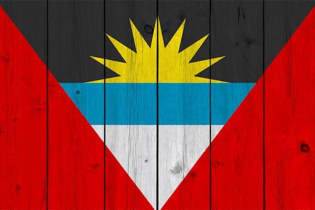 Bandiera antigua e barbuda dipinta su vecchia plancia di legno