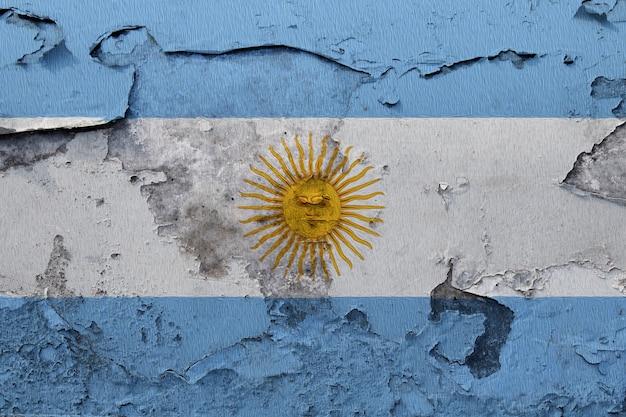 Bandiera argentina dipinta sul muro di grunge incrinato