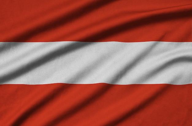 Bandiera austria con molte pieghe.