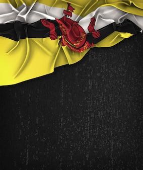 Bandiera brunei vintage su una lavagna nera grunge con spazio per il testo