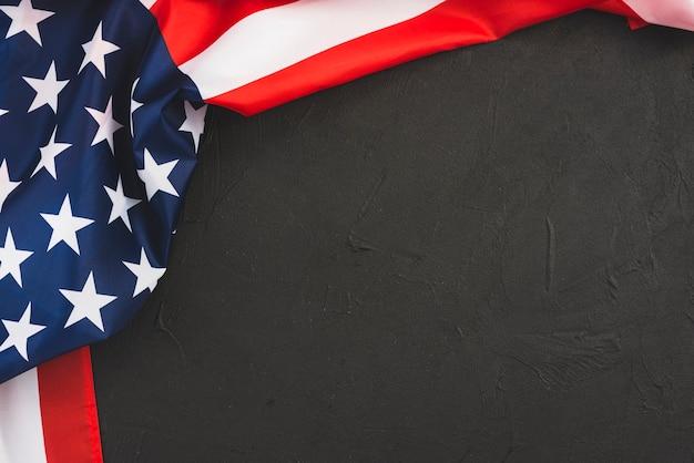 Bandiera degli stati uniti su sfondo nero