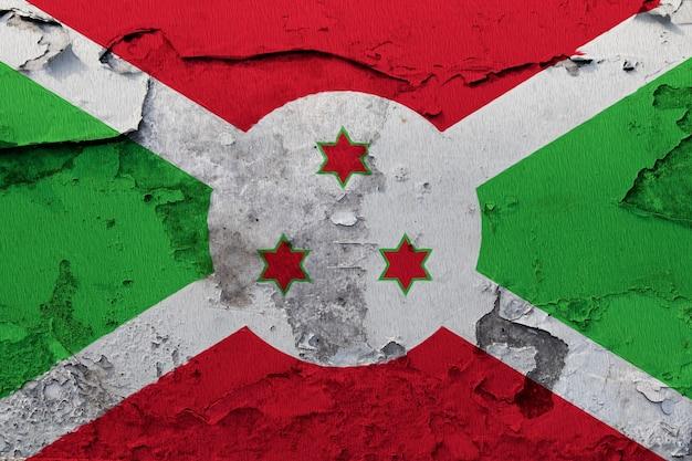 Bandiera del burundi dipinta sul muro incrinato del grunge