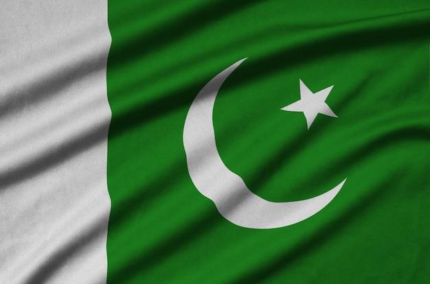 Bandiera del pakistan con molte pieghe.