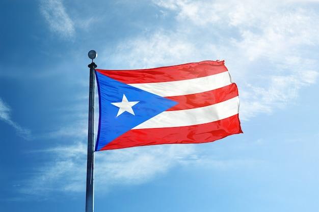 Bandiera del porto rico sull'albero