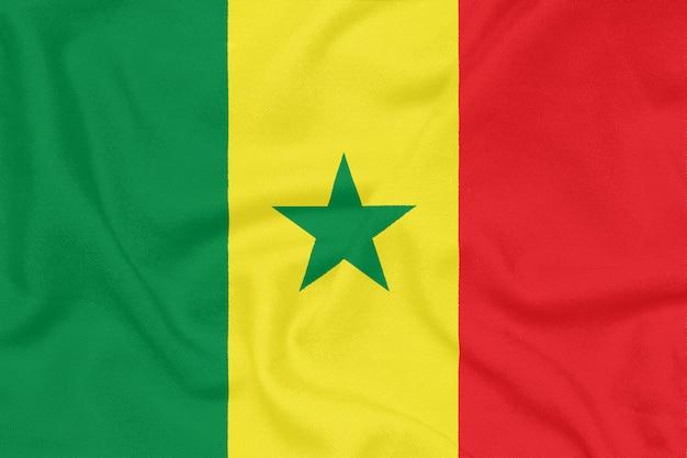 Bandiera del senegal su tessuto strutturato. simbolo patriottico