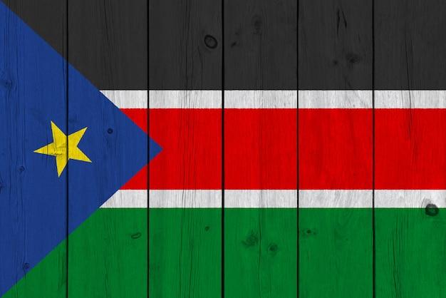 Bandiera del sud sudan dipinta su vecchia plancia di legno