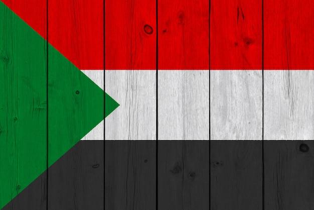 Bandiera del sudan dipinta su tavola di legno vecchio