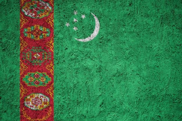 Bandiera del turkmenistan dipinta sulla parete del grunge