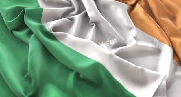 Bandiera dell'irlanda ruffled splendidamente sventolando macro close-up shot