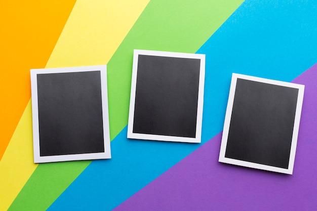 Bandiera dell'orgoglio arcobaleno e retro foto in bianco