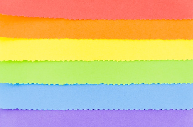 Bandiera dell'orgoglio con foglio di carta colorata