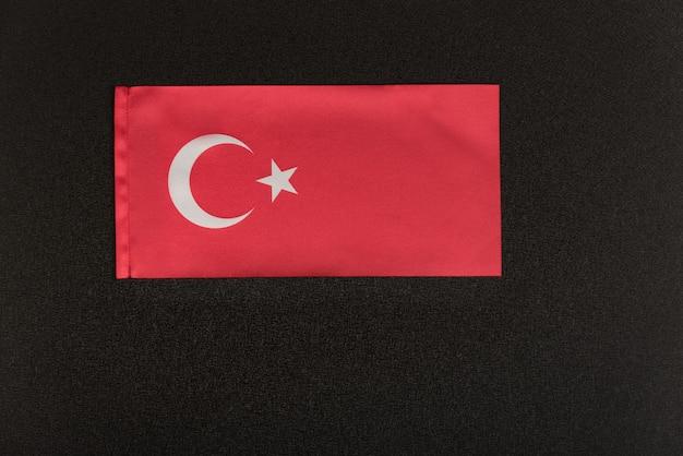 Bandiera della turchia su sfondo nero