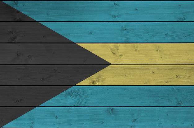 Bandiera delle bahamas raffigurata in colori vivaci della vernice su fondo in legno vecchio