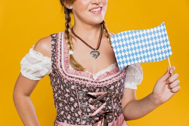 Bandiera festiva della tenuta della ragazza di smiley