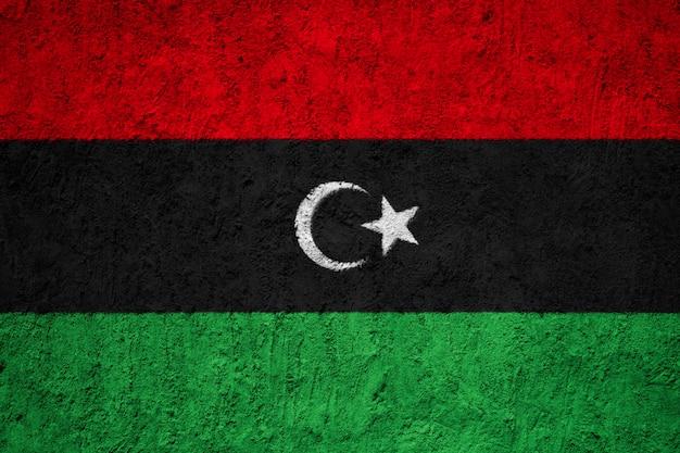 Bandiera nazionale dipinta della libia su un muro di cemento
