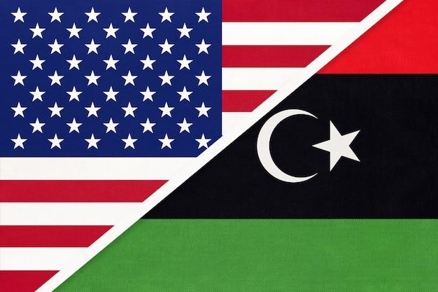 Bandiera nazionale usa vs stato della libia dal tessuto.