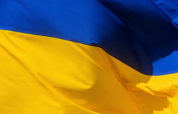 Bandiera sventolante in tessuto dell'ucraina
