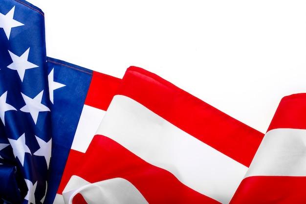 Bandiera usa su uno spazio bianco. stati uniti. concept memorial day, independence day, 4 luglio. vista piana, vista dall'alto.