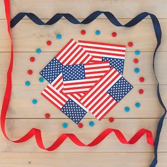 Bandiere degli stati uniti e serpentina festiva