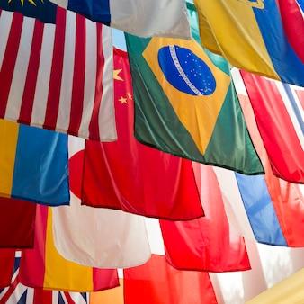 Bandiere nazionali dei paesi della southern methodist university, dallas, texas, usa