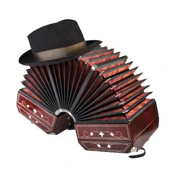 Bandoneon, strumento di tango con un cappello maschile in cima