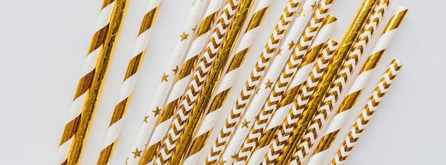 Banner web con cannucce d'oro