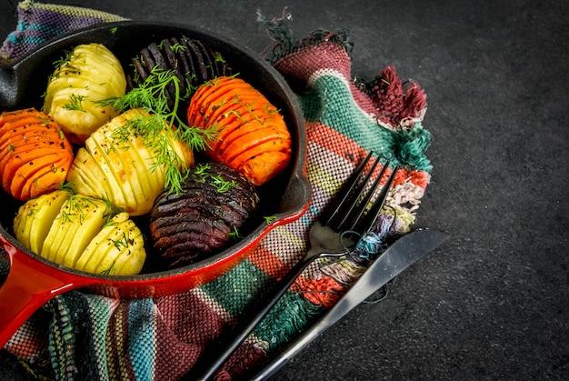 Barbabietole arrostite hasselback, carote, patate, con erbe fresche