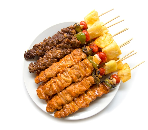Barbecue bastone con grill succosa con salsa barbecue fusione vista dall'alto di stile alimentare