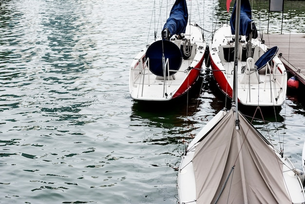 Barca a vela fiume punto di riferimento porto ocean city