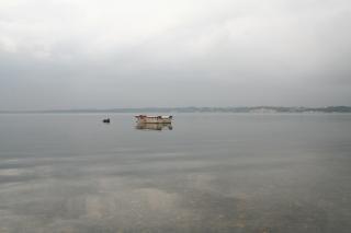 Barca abbandonata, degradata