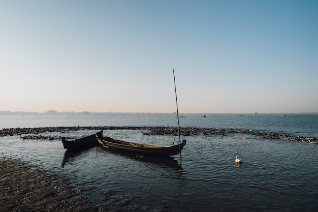 Barca nella scena del lago
