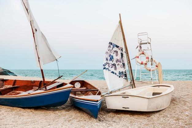 Barche su una spiaggia