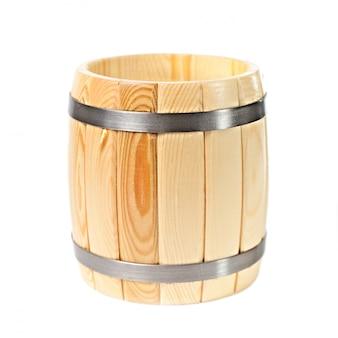 Barilotto di legno aperto isolato su bianco