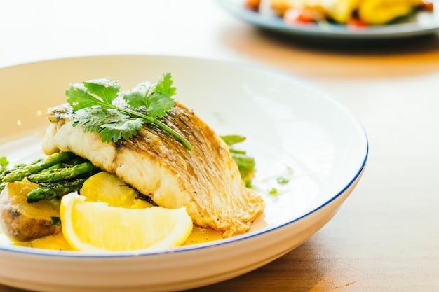 Barramundi o pesce pangasio e bistecca di carne