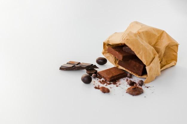 Barrette di cioccolato in sacchetto di carta
