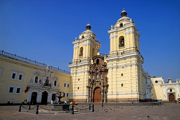 Basilica e convento di san francisco nel centro storico, patrimonio mondiale dell'unesco, lima, perù