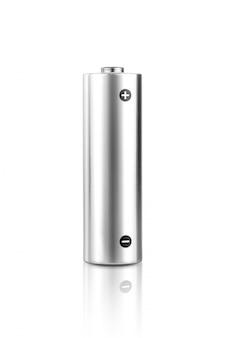 Batteria alcalina metallica formato aa isolata su priorità bassa bianca