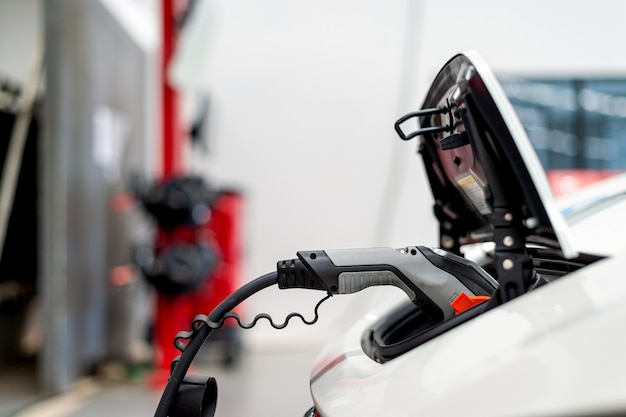 Batteria del caricatore del primo piano per l'automobile elettrica