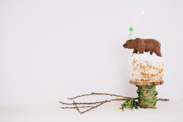 Bear on birthday cupcake rustico