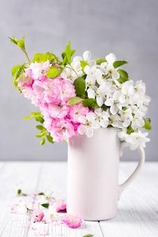 Bei fiori primaverili