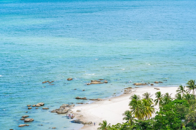 Bei paesaggio e paesaggio urbano nella città di hua hin intorno alla baia dell'oceano del mare