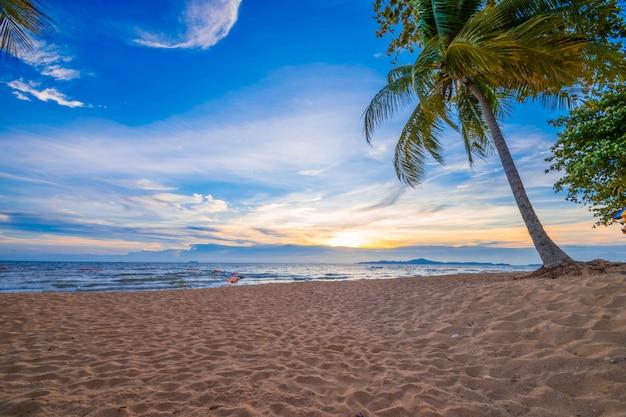 Bel tramonto nel mare