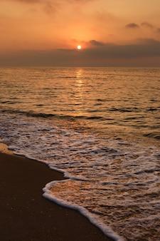 Bel tramonto sul mare.