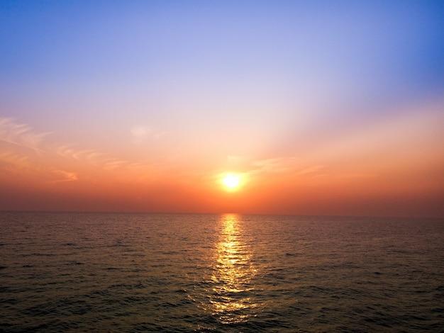 Bel tramonto sul mare